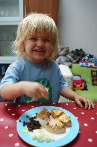 Toddler lunching